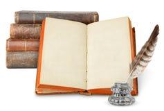 Oude boeken en inkstand royalty-vrije stock afbeeldingen