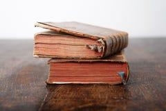 Oude boeken op de lijst Stock Fotografie