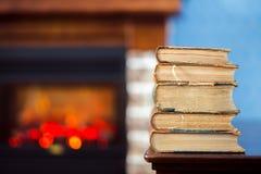 Oude boeken op de lijst Stock Foto