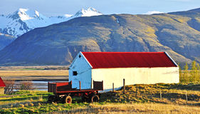 Oude boerderij op zonsondergang royalty-vrije stock fotografie