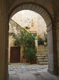 Oude boog. Giovinazzo. Apulia. Stock Afbeelding