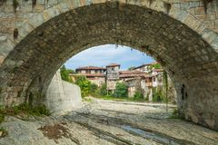 Oude boogbrug in de stad van Elena bulgarije Royalty-vrije Stock Afbeelding