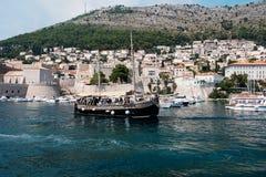 Oude boot dichtbij Dubrovnik stock foto