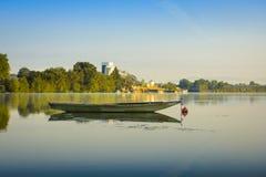 Oude boot op de rivier van Saone, Villefranche sur Saone, Frankrijk Stock Foto