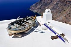 Oude boot op het dak Royalty-vrije Stock Afbeeldingen