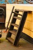 Oude boot roestige ladder royalty-vrije stock fotografie