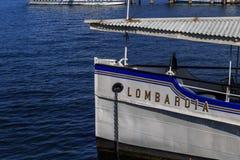 Oude boot van de naam van Lombardije op het Meer Maggiore Stock Foto