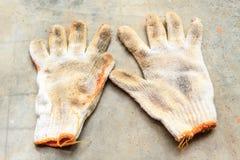 Oude Bouwhandschoenen, het werkhandschoenen Stock Fotografie