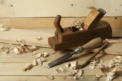 Oude bouwhulpmiddelen op houten achtergrond Exemplaarruimte voor tekst Royalty-vrije Stock Afbeelding