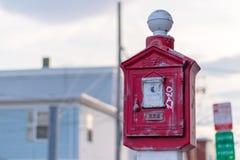 Oude brandalarmpost in Everett Massachusetts stock foto
