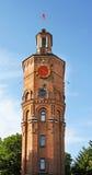 Oude brandtoren met klok stock afbeelding