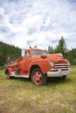 Oude brandvrachtwagen. stock afbeeldingen