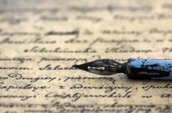 Oude brief en pen Royalty-vrije Stock Afbeeldingen