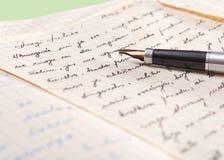 Oude brief en vulpen Royalty-vrije Stock Foto's