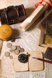 Oude brieven met diverse dingen Royalty-vrije Stock Afbeelding