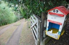 Oud brievenbus plattelandsgebied Stock Afbeeldingen