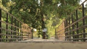 Oude brug Laag standpunt stock footage