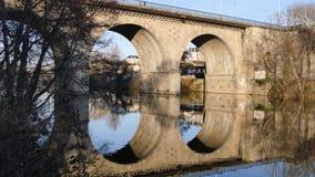 Oude brug in Limoges, Frankrijk stock videobeelden