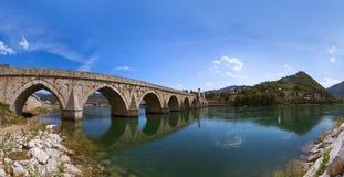 Oude Brug op Drina-rivier in Visegrad - Bosnië-Herzegovina royalty-vrije stock foto