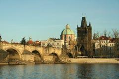 Oude brug in stad van Praag royalty-vrije stock fotografie
