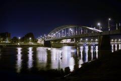 Oude brug in Szeged bij nacht Royalty-vrije Stock Afbeeldingen