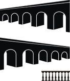 Oude brug zwarte silhouetten en balustrade Stock Foto's