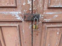 Oude bruine houten deur in Nationaal Museum, Thailand Royalty-vrije Stock Foto