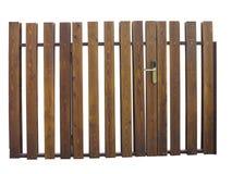 Oude bruine houten die poort met slot over wit wordt geïsoleerd Stock Foto's