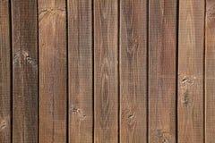 Oude bruine houten muur, gedetailleerde achtergrondfototextuur Houten dichte omhooggaand van de plankomheining Royalty-vrije Stock Foto's
