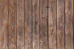 Oude bruine houten muur, gedetailleerde achtergrondfototextuur Houten dichte omhooggaand van de plankomheining Royalty-vrije Stock Afbeeldingen