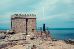 Oude buitenpost op de kust Royalty-vrije Stock Afbeelding