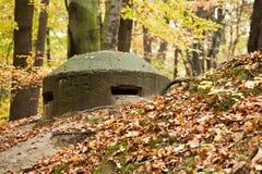 Oude bunker stock afbeeldingen