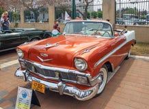 Oude cabriolet van Chevrolet Bel Air 1956 bij een tentoonstelling van oude auto's in Kiryat Motskin Stock Foto's