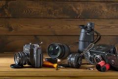 Oude camera en lens royalty-vrije stock fotografie