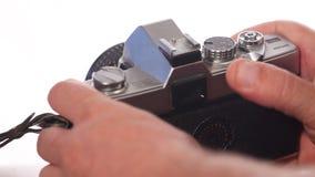 Oude camera in handen 35 mm-film stock video