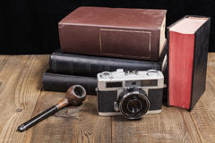 Oude Camera met Pijp Stock Afbeeldingen