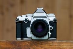 Oude camera op houten Stock Foto's