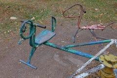Oude carrousel bij speelplaats Stock Foto's