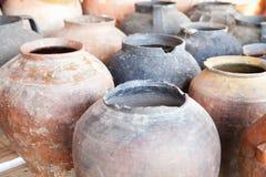 Oude ceramische kruiken Stock Afbeelding