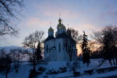 Oude Chernigov op een achtergrond die door gelijk te maken wordt verlicht sunligh Royalty-vrije Stock Foto's
