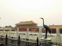 Oude Chinese architectuur en bronsgravure stock fotografie