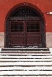 Oude Chinese deur in de winter Stock Foto