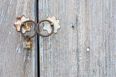 Oude Chinese deur met klopper Royalty-vrije Stock Fotografie
