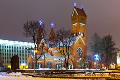 Oude Christelijke kerk bij nacht in Minsk, Belaru Royalty-vrije Stock Afbeeldingen