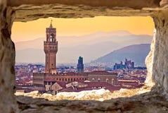 Oude cityscape van Florence en throu van de de zonsondergangmening van Palazzo Vecchio stock foto