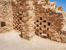 Oude columbarium in Masada-vesting, Israël stock afbeelding