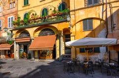 Oude comfortabele straat in Luca royalty-vrije stock afbeeldingen