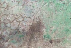 Oude concrete muur in barsten Achtergrond textuur stock foto's