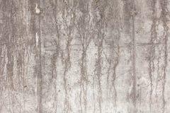 Oude concrete muur met spaanders, barsten en gaten Achtergrond royalty-vrije stock afbeeldingen