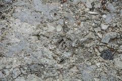 Oude concrete texturen, met zichtbaar stenen, cement en zand Geweven grijs als achtergrond met een blauwachtige tint royalty-vrije stock afbeeldingen